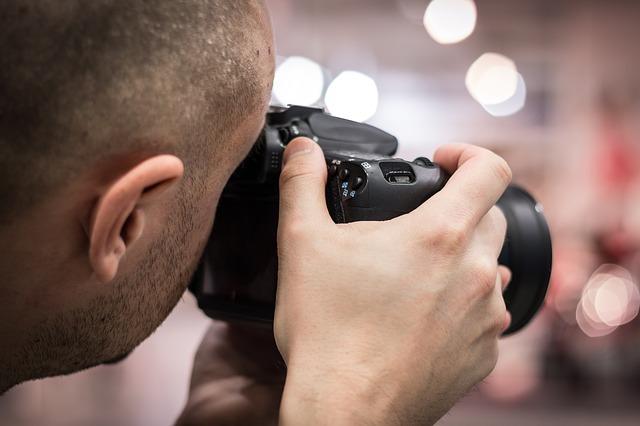 カメラマンなど高スキル職も薄給