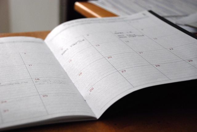 年間休日の書いてあるシステム手帳
