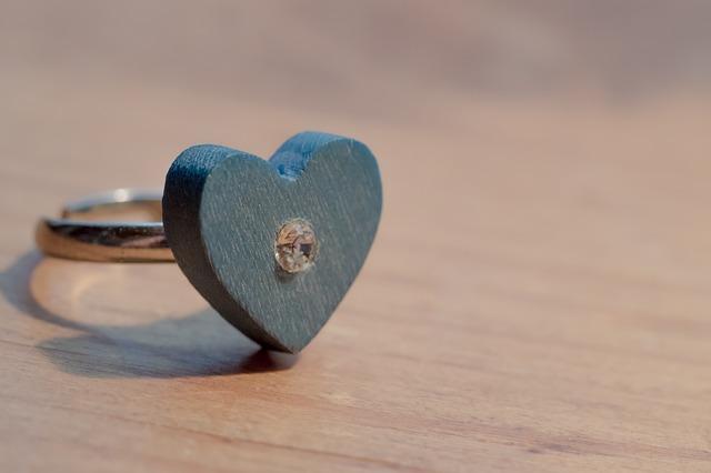 青い結婚指輪