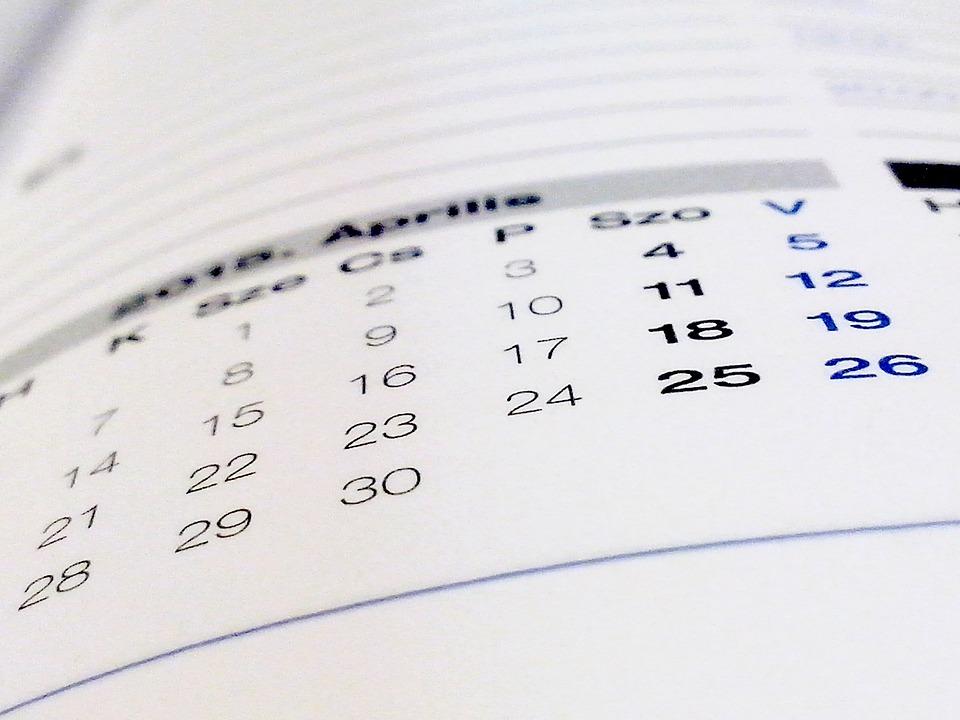 年間休日を示したカレンダー
