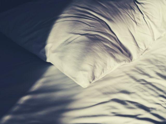 早朝に起きるのはつらい