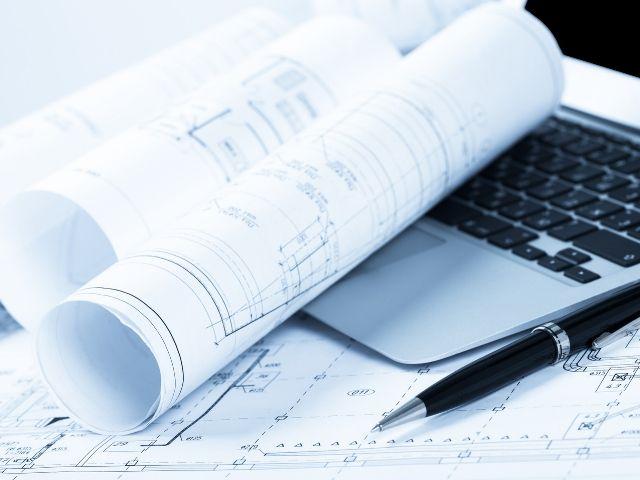 CADで設計をしている人のデスク